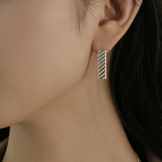 twist earring